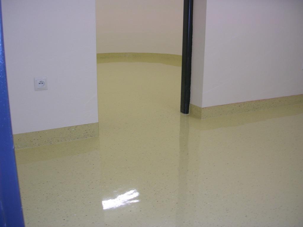 Liata epoxidová podlaha v byte