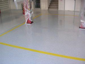 Liata podlaha do autoservisu